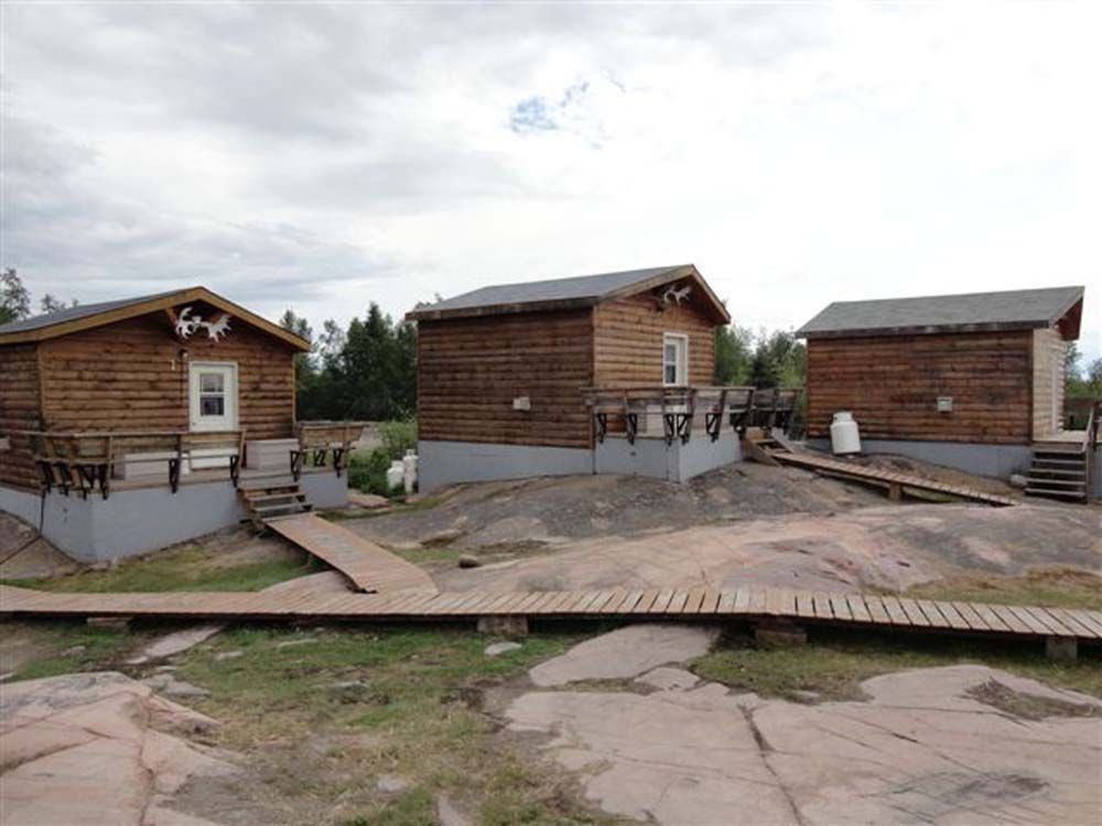 3-guest-cabins