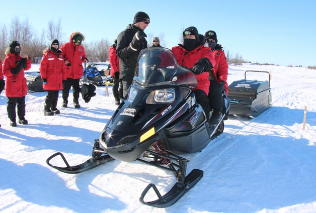 yellowknife-activities-snowmobile1