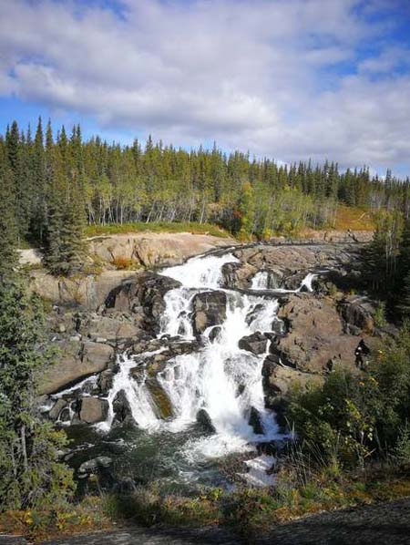 autumn-activities-cameron-falls-hiking