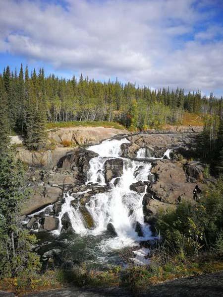 autumn-activities-cameron-falls-hiking